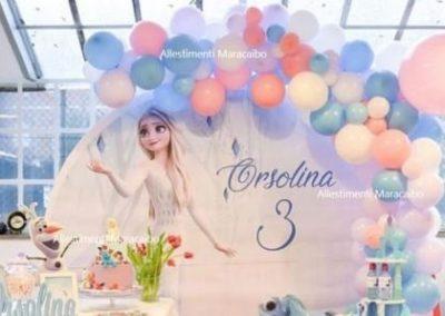 Festa a tema Frozen allestimento palloncini addobbo elsa anna principessa ghiacci elio stampa compleanno