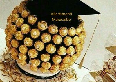 Allestimento laurea cappello cioccolatini ferrero roches composizione laureato festa addobbi