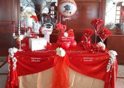 Laurea allestimento tavolo decorazioni festa addobbi sweet table torta palloncini tovaglia oggetti decorativi lauree-min