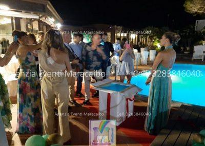 scatola regalo 18 anni allestimento diciotto anni festa addobbi organizzazione evento decorazioni palloncini musica scatola regalo fuochi tavolo torta Chiaravalle Montemarciano
