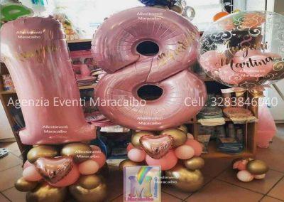 Addobbi 18 Numero gigante 18 su colonna palloncini con cuori pallone grande elio contenente palloncini dentro scritte diciotto diciottesimo