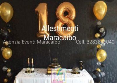 Addobbi 18 anni diciottesimo allestimento decorazioni tavolo centrotavola Numero gigante colonna palloncini ad elio tovaglia dorata nero oro