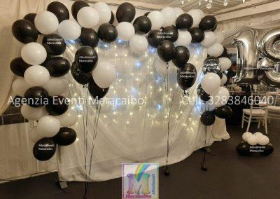 Tenda + luci + struttura + ghirlanda di palloncini + numero gigante a elio 18 diciotto + composizioni palloncini ad elio allestimento addobbo