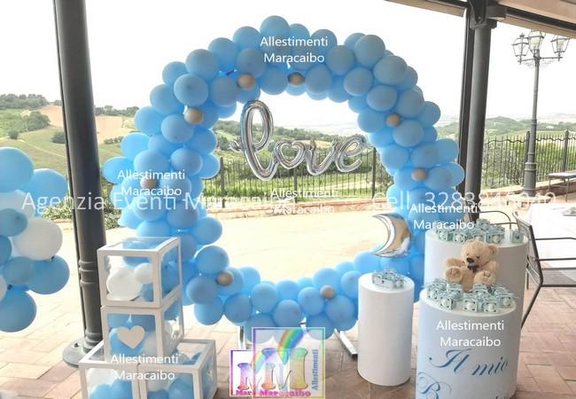Allestimenti battesimi compleanni archi stampe personalizzati palloncini decorazioni tavolo torta elio tableau cilindri scatole nome
