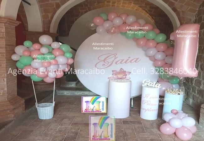 Allestimenti completi per primo compleanno battesimi archi stampe personalizzate palloncini decorazioni sweet table Marche Umbria